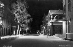 Storgata, som da het Nyvegen, før bombingen. Foto: Erling Syringen/ Glomdalsmuseets fotoarkiv.