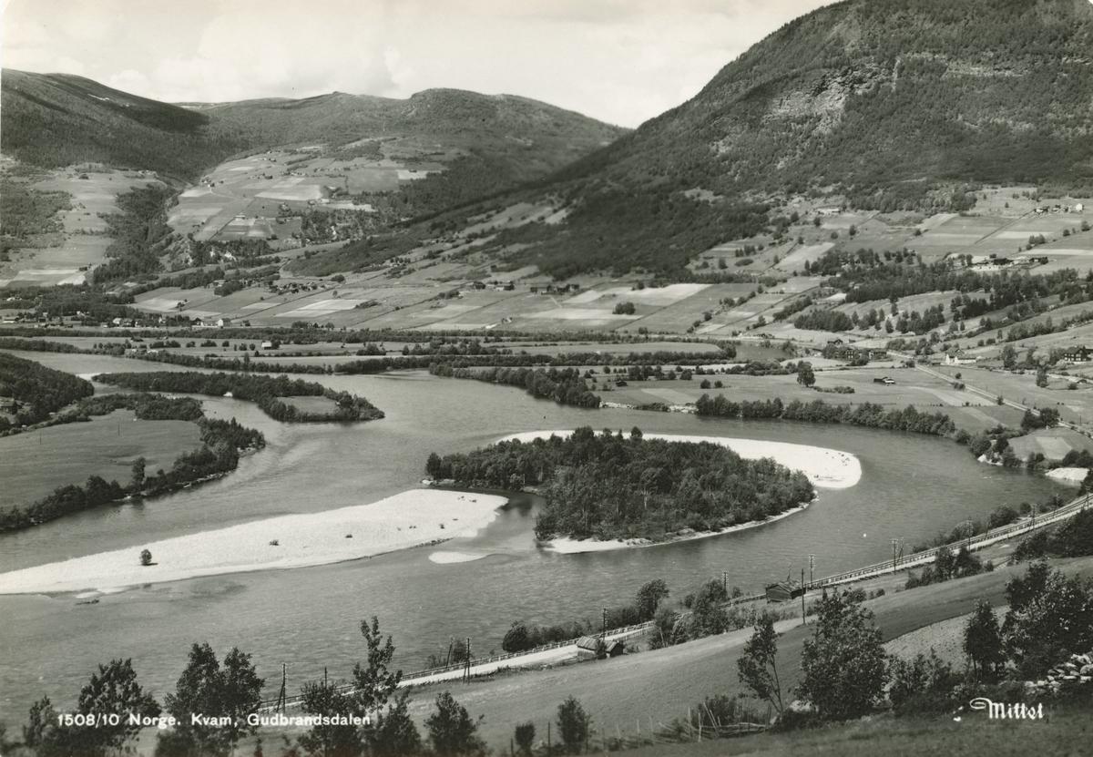 Postkort: Kvamsbygda, sett nordover fra Myre
