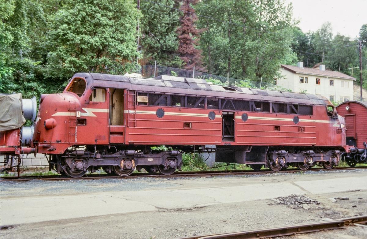 Utrangert diesellokomotiv type Di 3 nr. 612 på på Marienborg ved Trondheim.