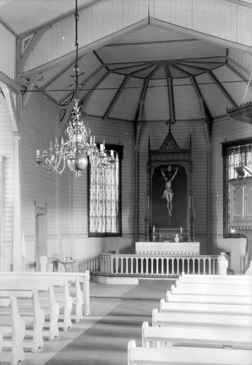 Interiør fra Ålen kirke