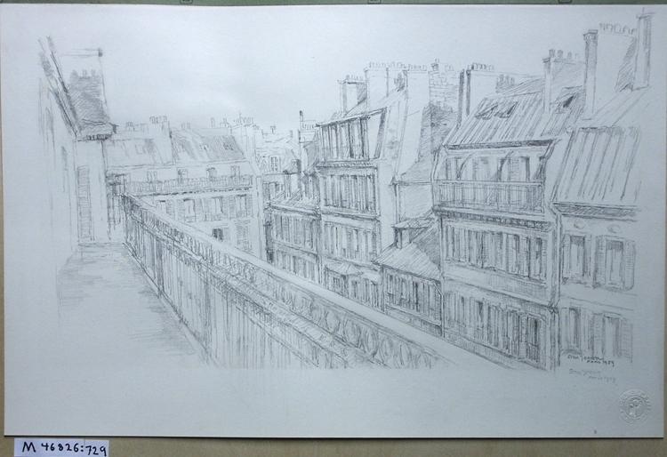 Blyertsteckning. Husfasader från en långsmal balkong. Paris