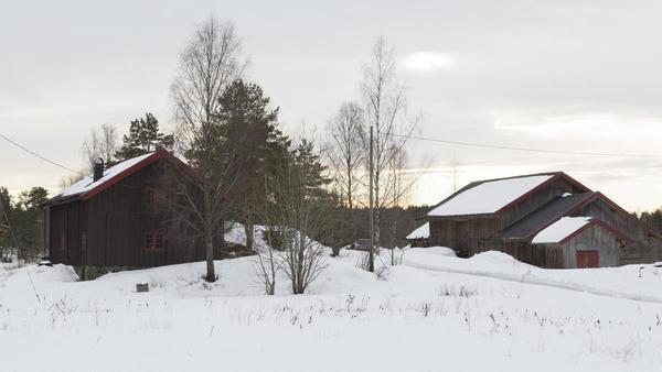 Svalgangsbygningen og driftsbygningen på Taraldrud februar 2018.. Foto/Photo
