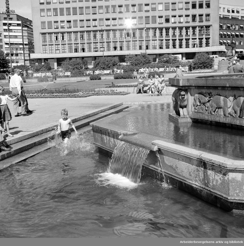 Rådhuset: Bassenget. Juli 1955