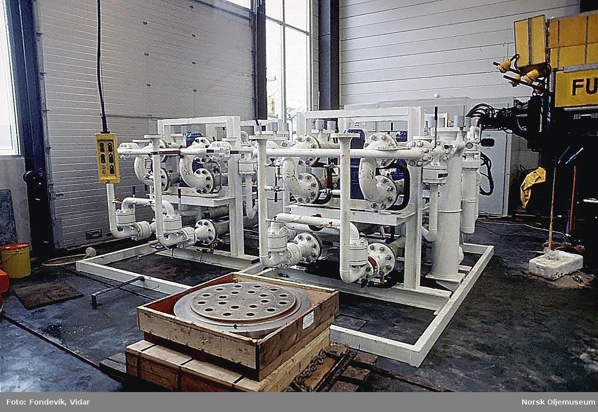 Subsea-konstruksjoner for uttesting ved NUI's dykkesenter utenfor Bergen. Senteret brukes i forbindelse med forsøks- og testdykking samt utvikling av arbeidsmetoder under vann.
