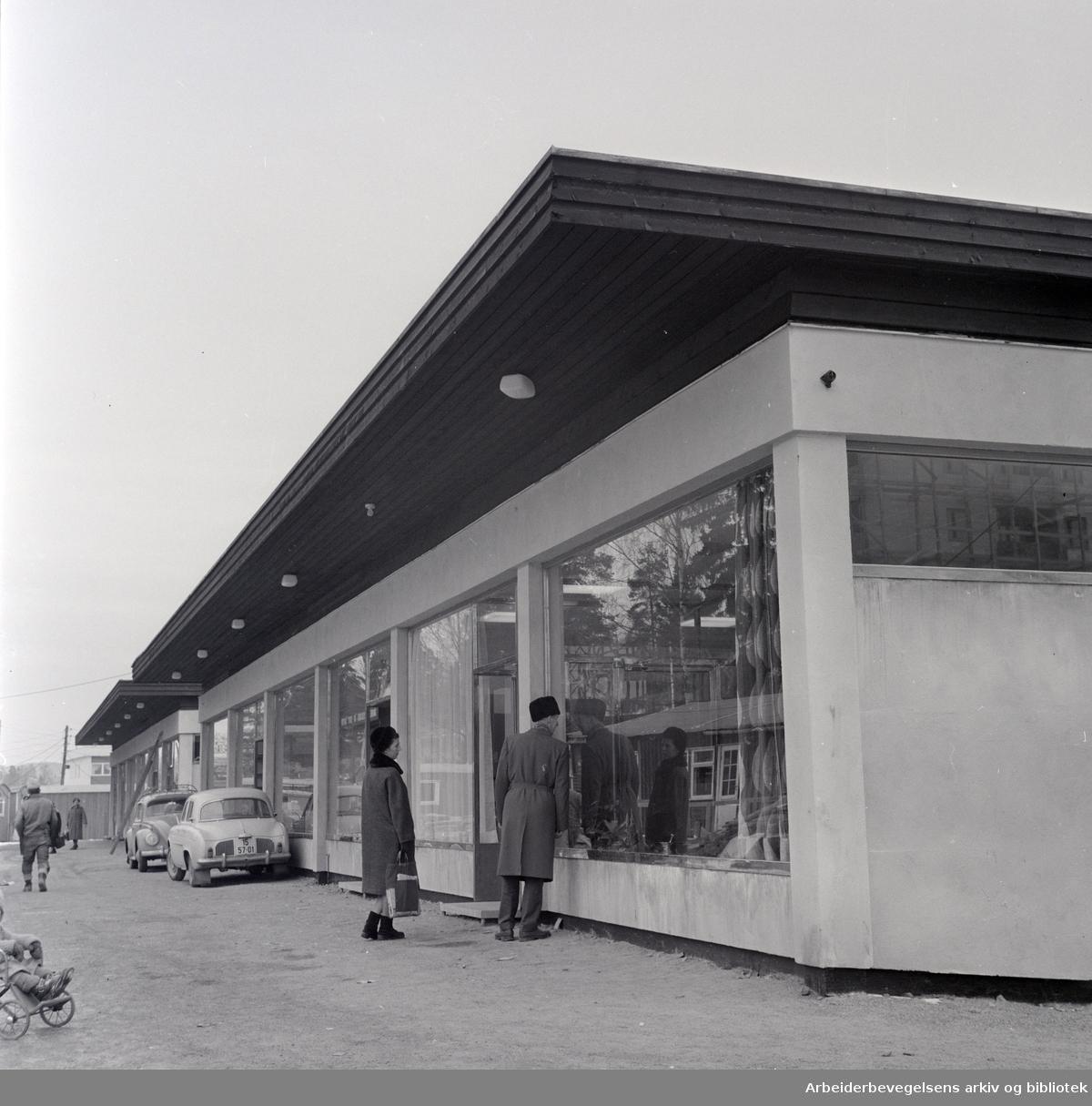 Oppsal. Nytt apotek åpnet. Februar 1964
