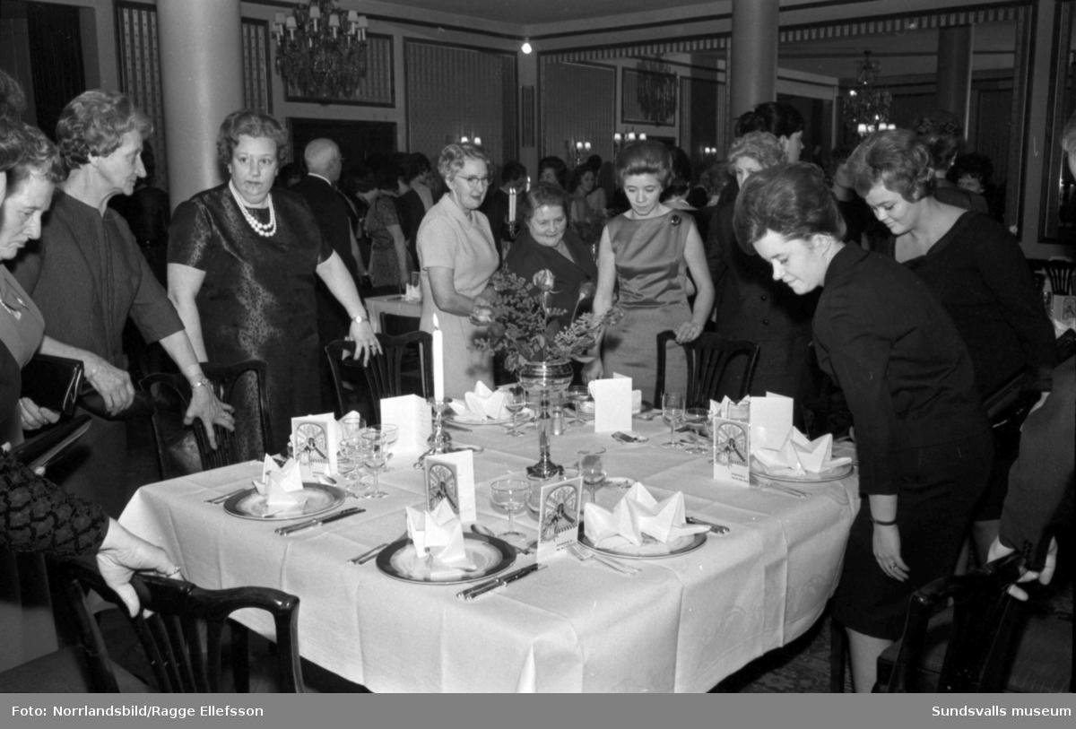 ICA-restaurangernas 20-årsjubileum på Knaust. Festmiddag, dans och medaljutdelning.