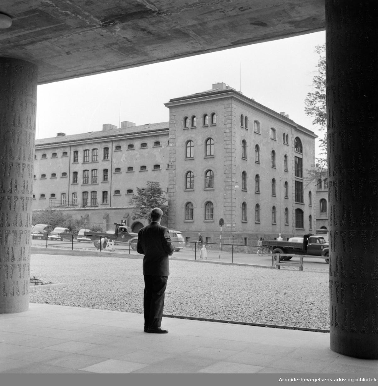 Møllergata 19. Gjennomgang under Regjeringsbygget..September 1959