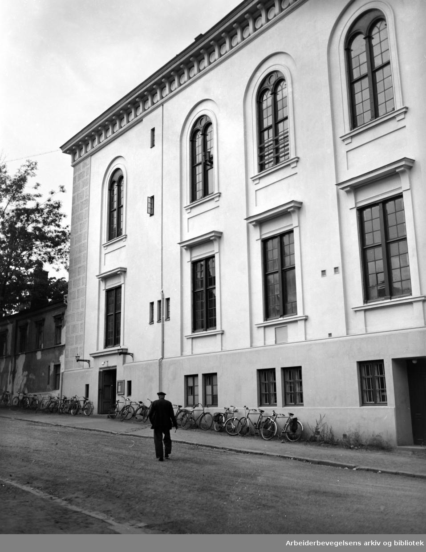 Losse og Lastekontor (gamle Logen). Eksteriør. September 1951