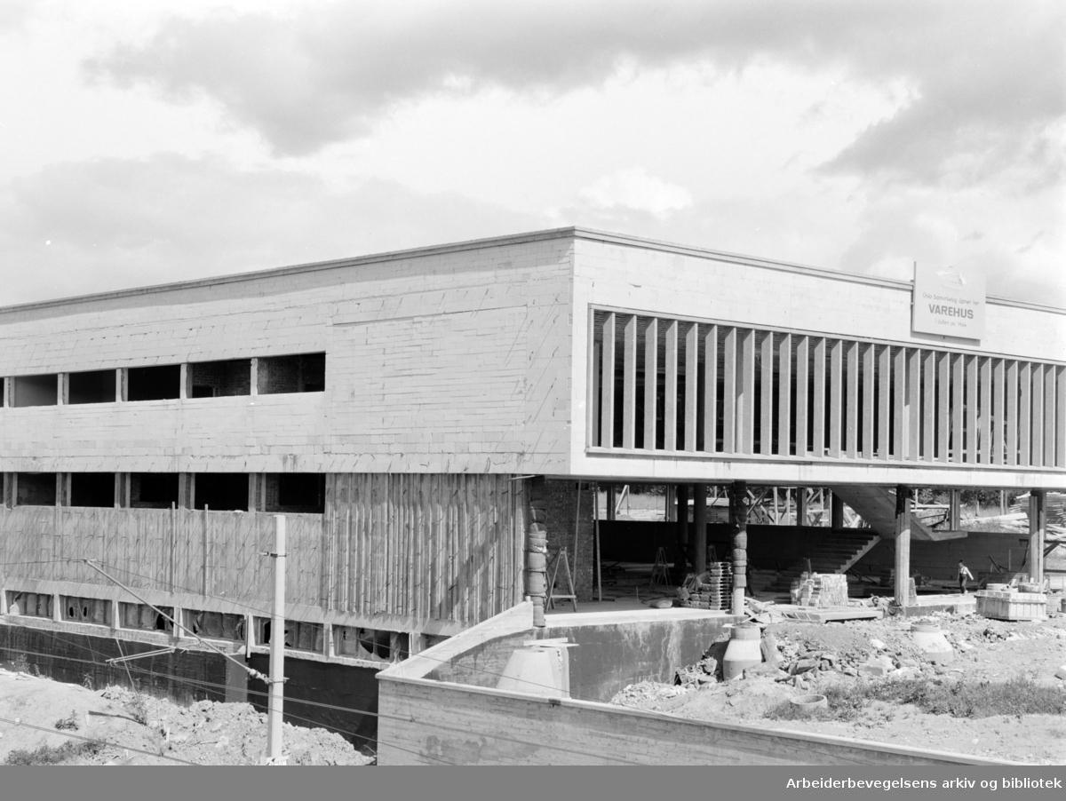 Lambertseter. Samvirkelagets nye varehus. August 1964