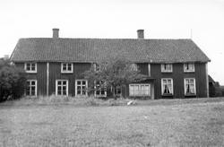 Baksidan på en mangårdsbyggnad i Granstorp i Fryele socken.