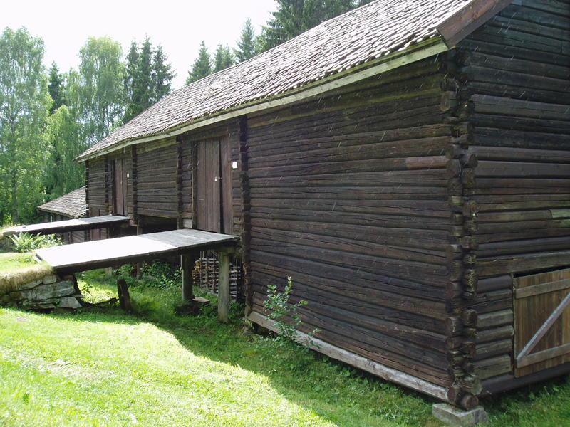 Låve og fjøs. (Foto/Photo)