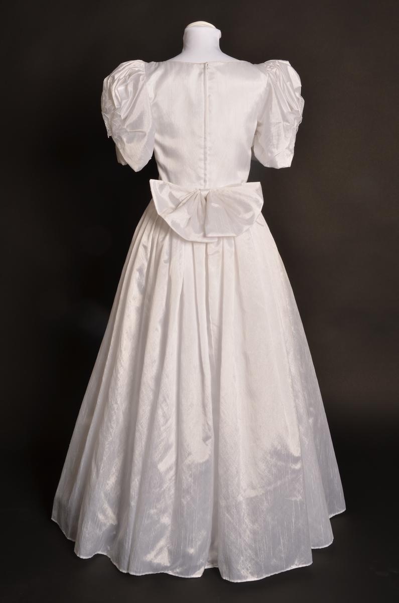 Brudklänning använd på bröllop av bruden.