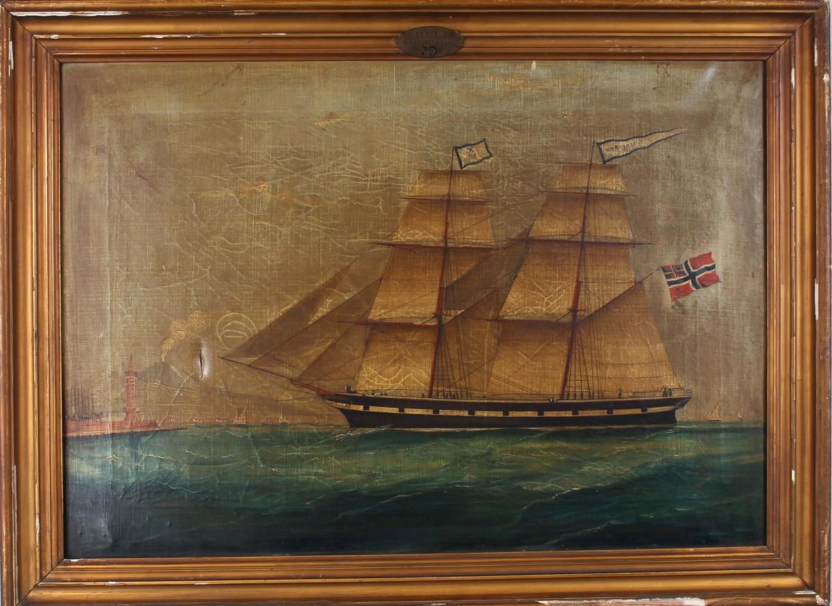 Skipsportrett av briggen NORDLYSET med full seilføring med signalflagg X51 på fortoppen. Malte kanonporter. Til venstre i bakgrunnen er innseilingen til Napoli med røyk fra vulkanen Vesuv. Fører norsk handelsflagg med svensk-norsk unionsmerke i akter.