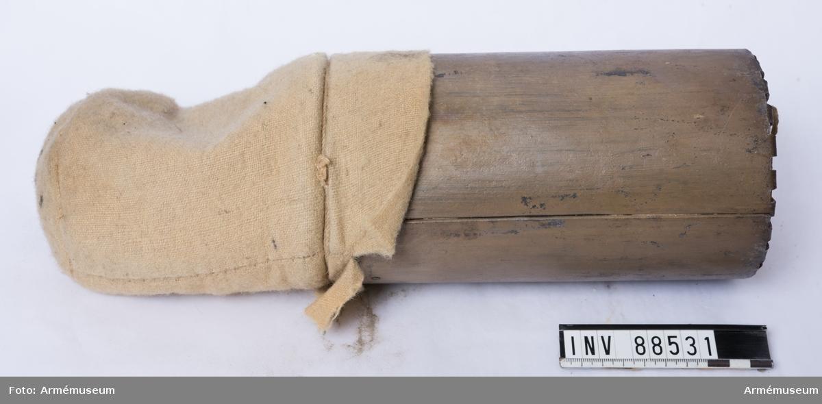 12-pundig kartesch med kardus i ulltyg, fylld med risgryn.