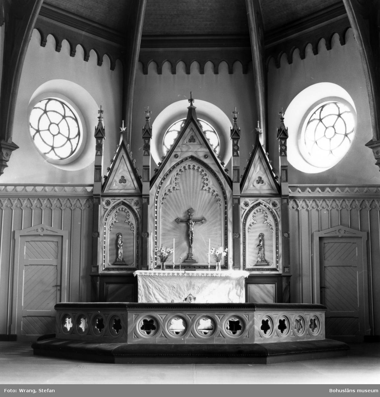 """Text till bilden:""""Fjällbacka kyrka. Altaruppsats från kyrkans tillkomsttid""""."""