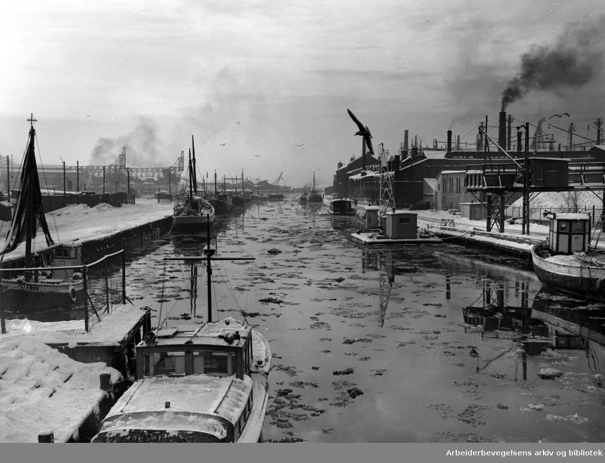 Akerselva ved Nyland. Januar 1953