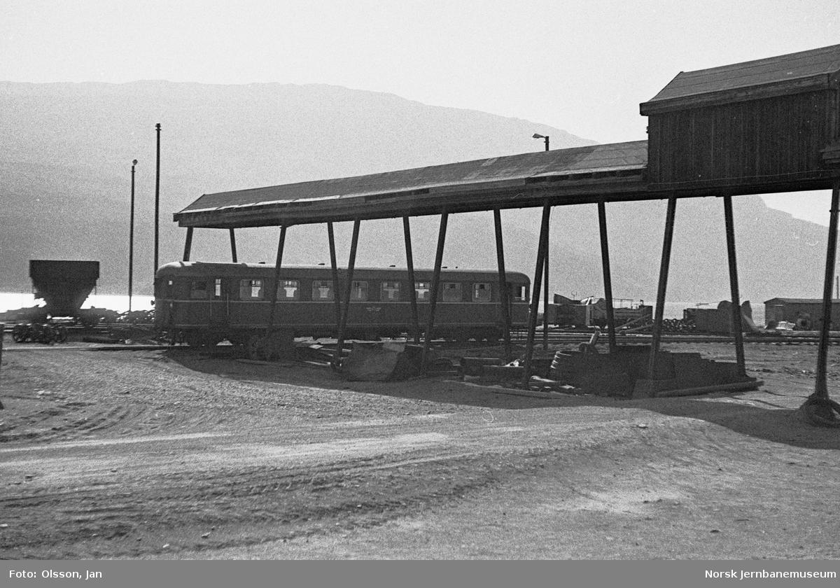 Sulitjelmabanens motorvogn Sulitema ved Lomi stasjon på Sulitjelmabanen.
