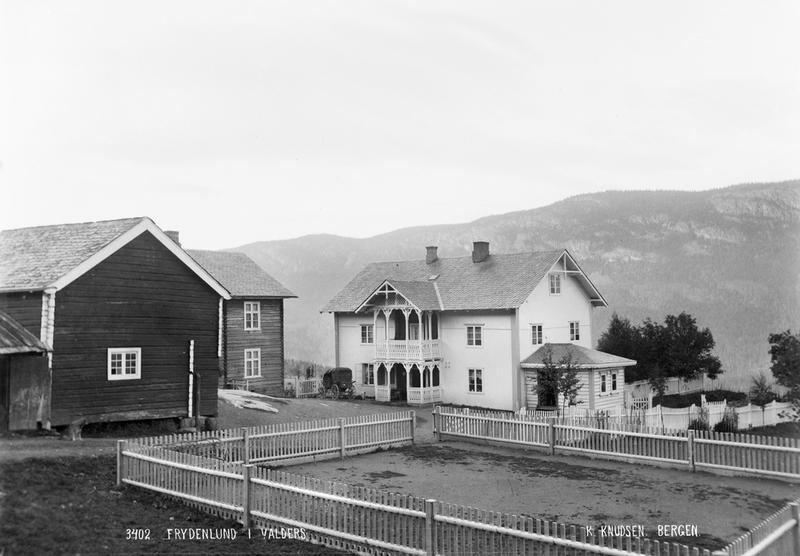 Frydenlund skysstasjon, ikring 1890. Original i Universitetsbiblioteket i Bergen