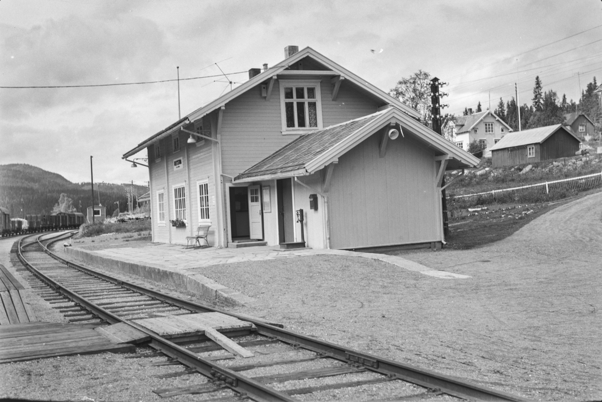 Underveisgodstoget fra Trondheim til Hamar over Røros, tog 5712, på Reitstøa stasjon.