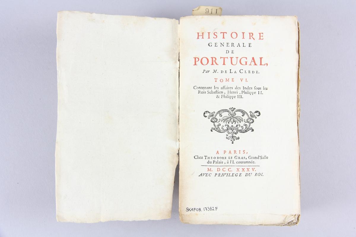 """Bok, häftad """"Histoire générale de Portugal"""", del 6. Pärmar av marmorerat papper, oskuret snitt."""
