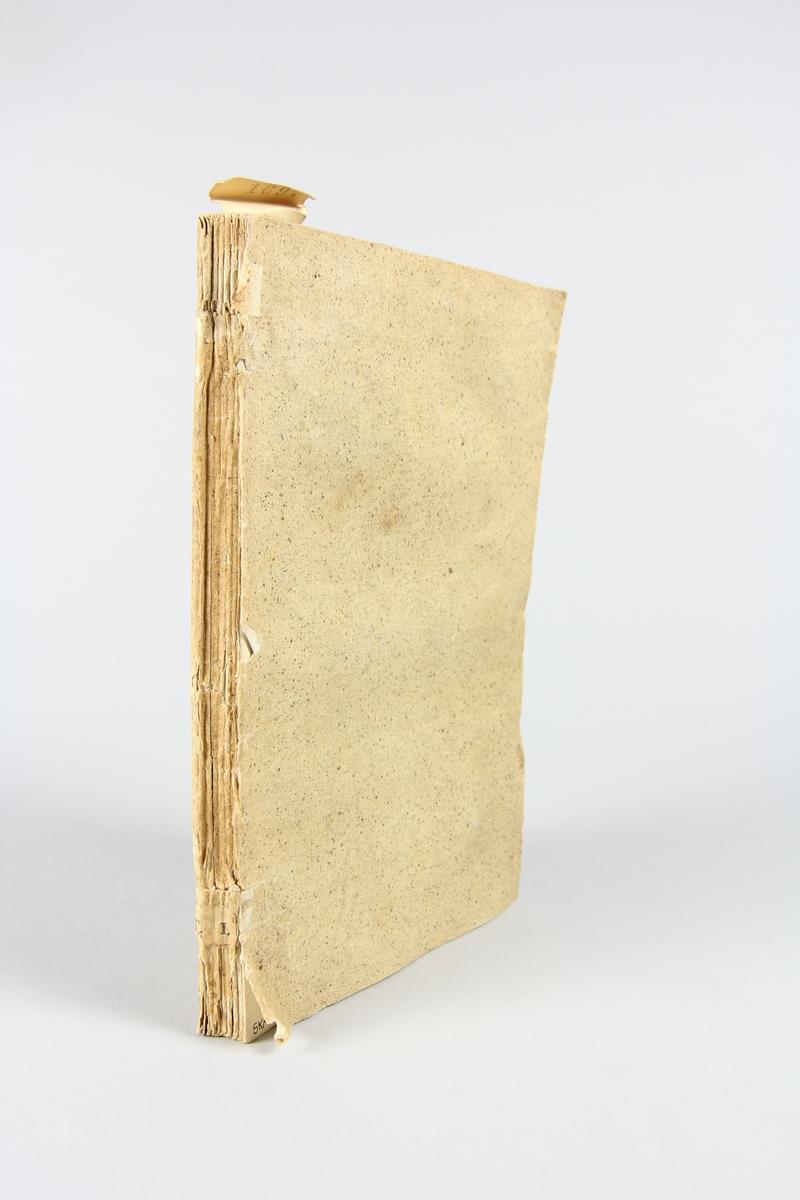 """Bok, häftad, """"Mémoires du général Dumouriez"""", del 1, tryckt 1794 i London. Pärm av ljusbrunt, stänkt papper, blekt rygg, skurna snitt."""