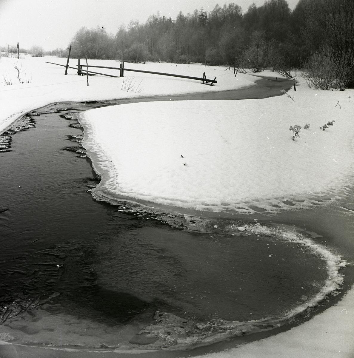 Glösboån i ett vinterlandskap, december 1960.
