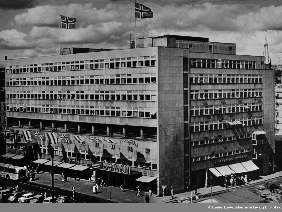 Oslo Arbeidersamfund. Oslo Arbeidersamfund vil markere 100 års jubileum i nyoppusset Samfunnshus. Februar 1964