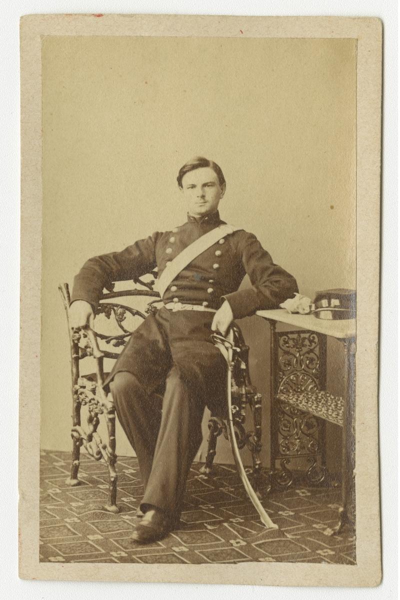 Porträtt av Georg Liljenroth, underlöjtnant vid Göta artilleriregemente A 2.