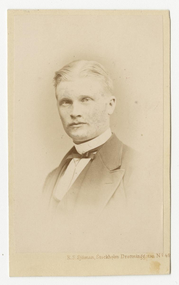 Porträtt av löjtnant Axel Oscar Efraim Mattson.