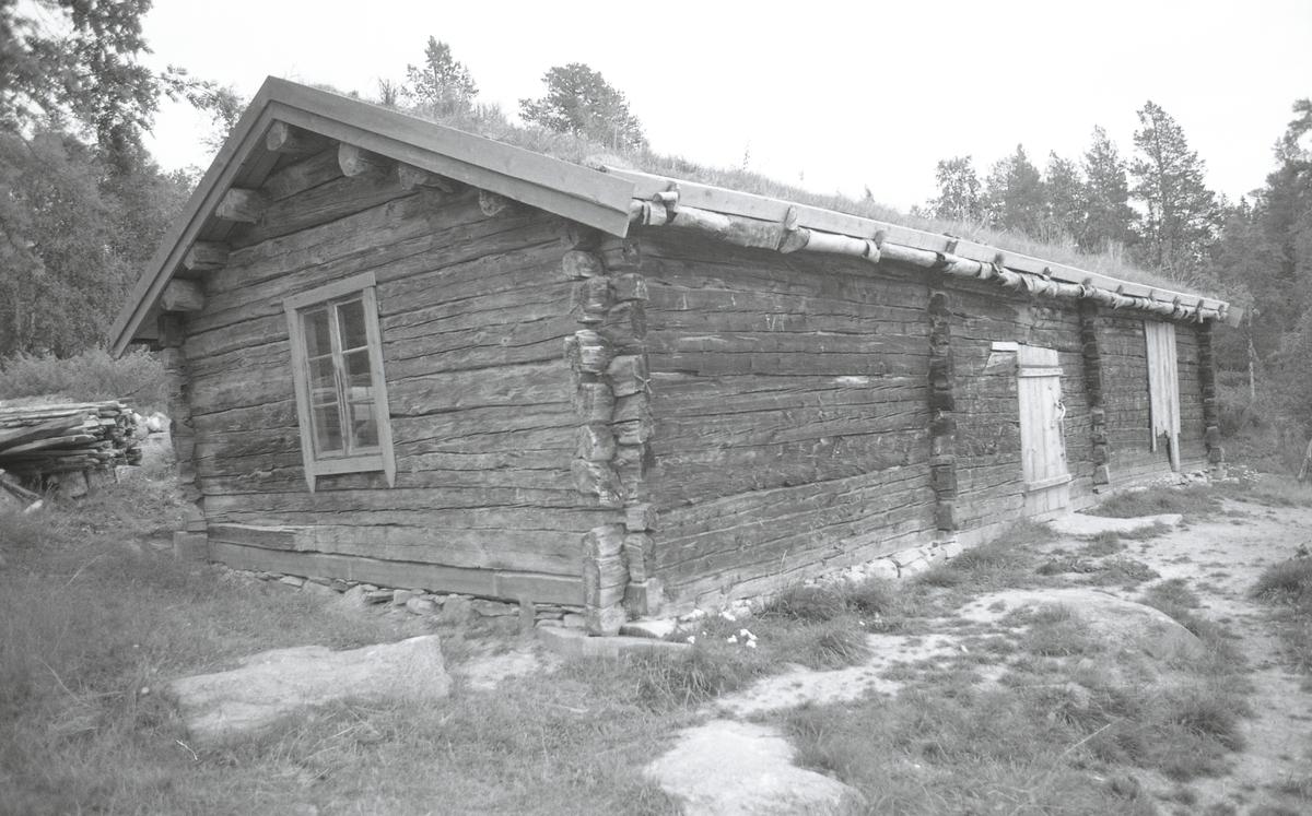 Borgstad/Gutulia. Grøtådalen. Kontor Borgstad. Båt Gutulisjøen. Gutulia: alle tre voller. Do, gjeterhytte, Grøtådalen (Kåre Sveen!) mot Store Svuku