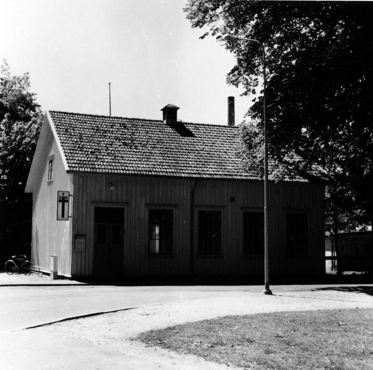 EFS kyrkans byggnad i kvarteret Älgen 6 vid Norra Ringgatan. Ett trähus med vit skylt, på vänstra gaveln, föreställande ett svart kors med EFS skrivet på korsets övre del.