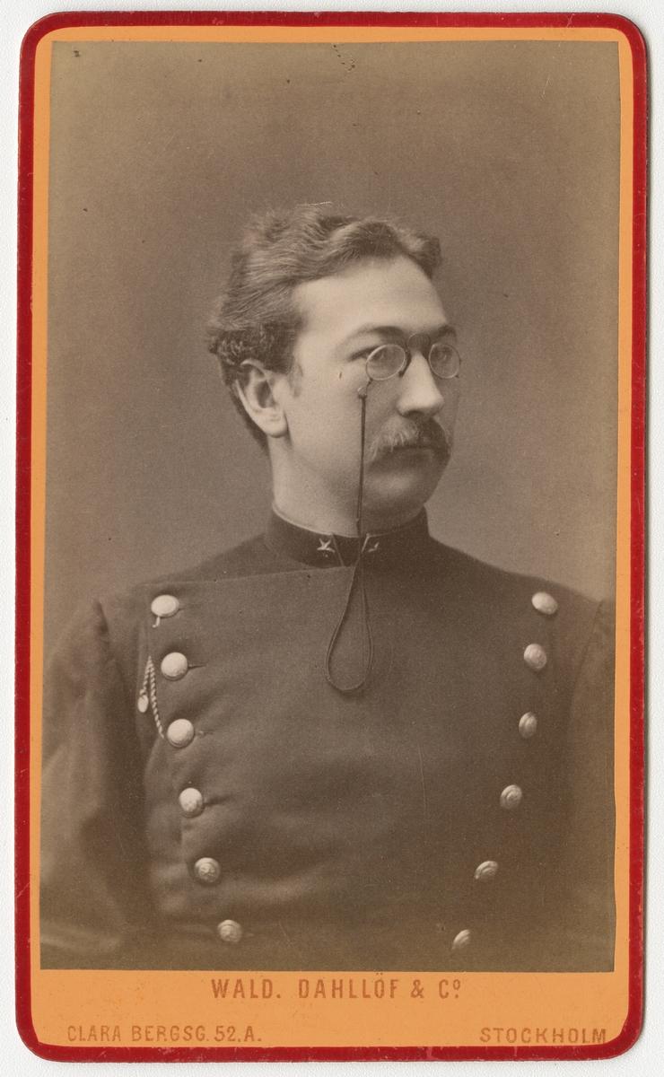 Porträtt av Adam Gabriel Fredrik Ludvig Nordenskjöld, underlöjtnant vid Kalmar regemente I 21.  Se även AMA.0002168.