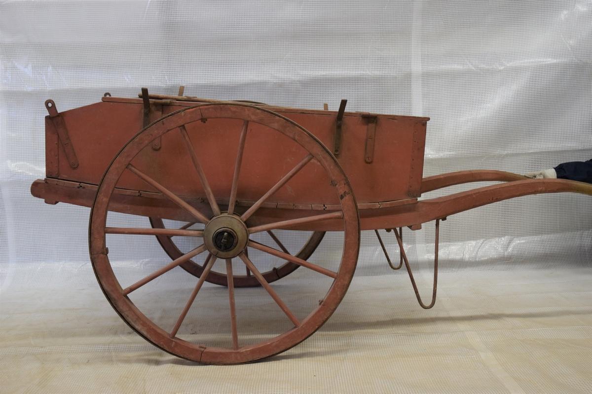 93467f43 Vogn for oppbevaring av brannverktøy