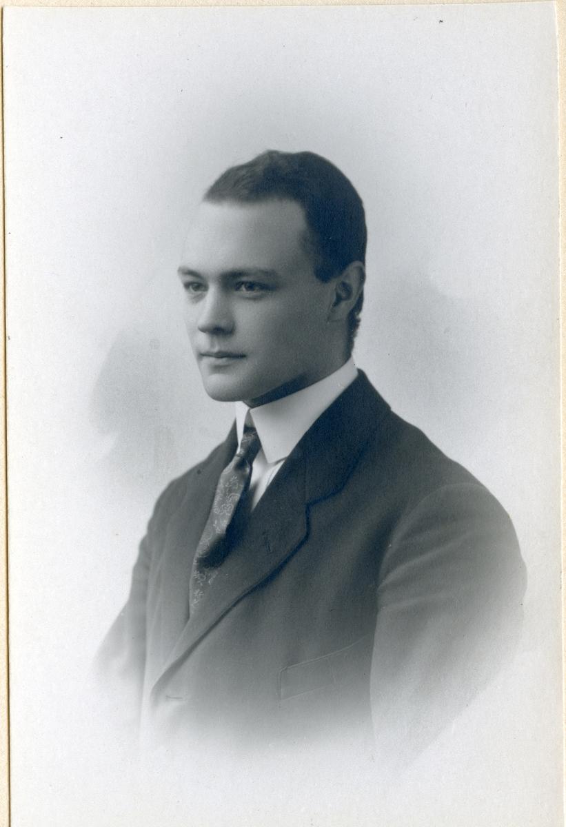 Kolsva/Malma sn. Ingenjör Erik Hultgren 1899-1942, uppväxt i Rölö och Gisslarbo.