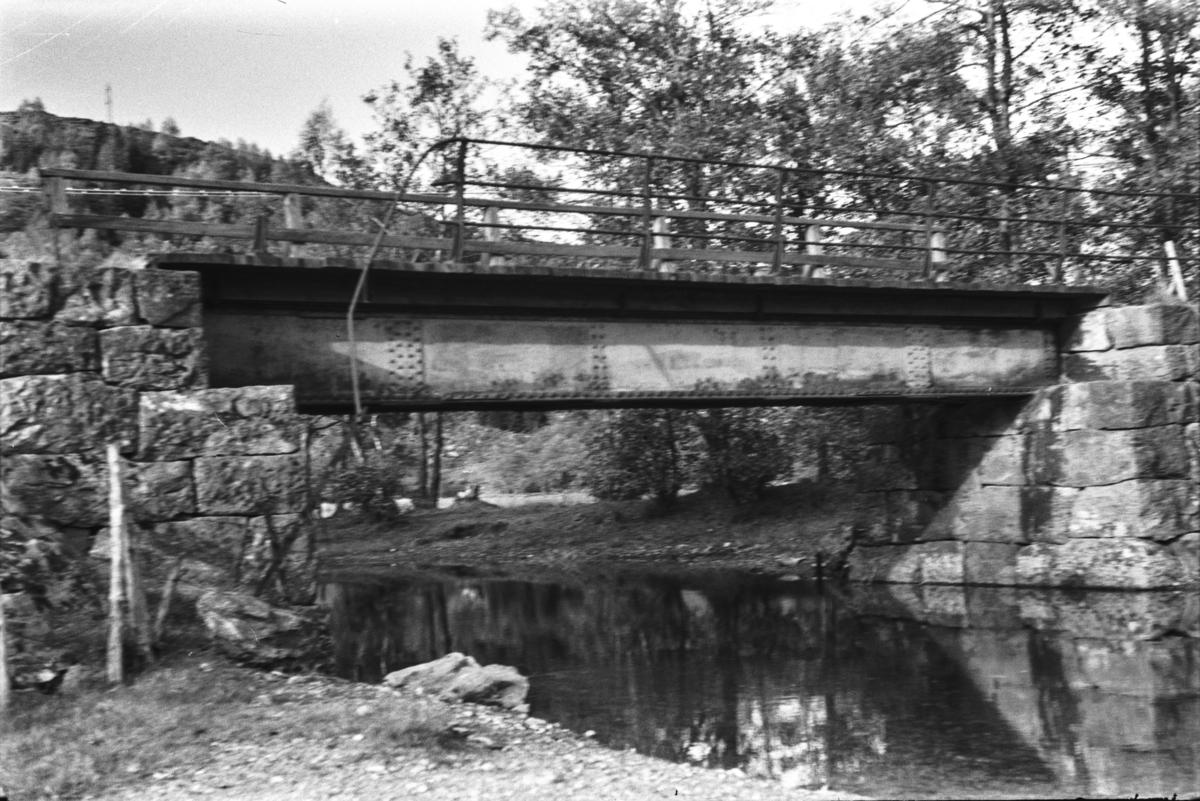 Langs nedlagde Nesttun-Osbanen. Hamre bru ved Kalandsvannet.