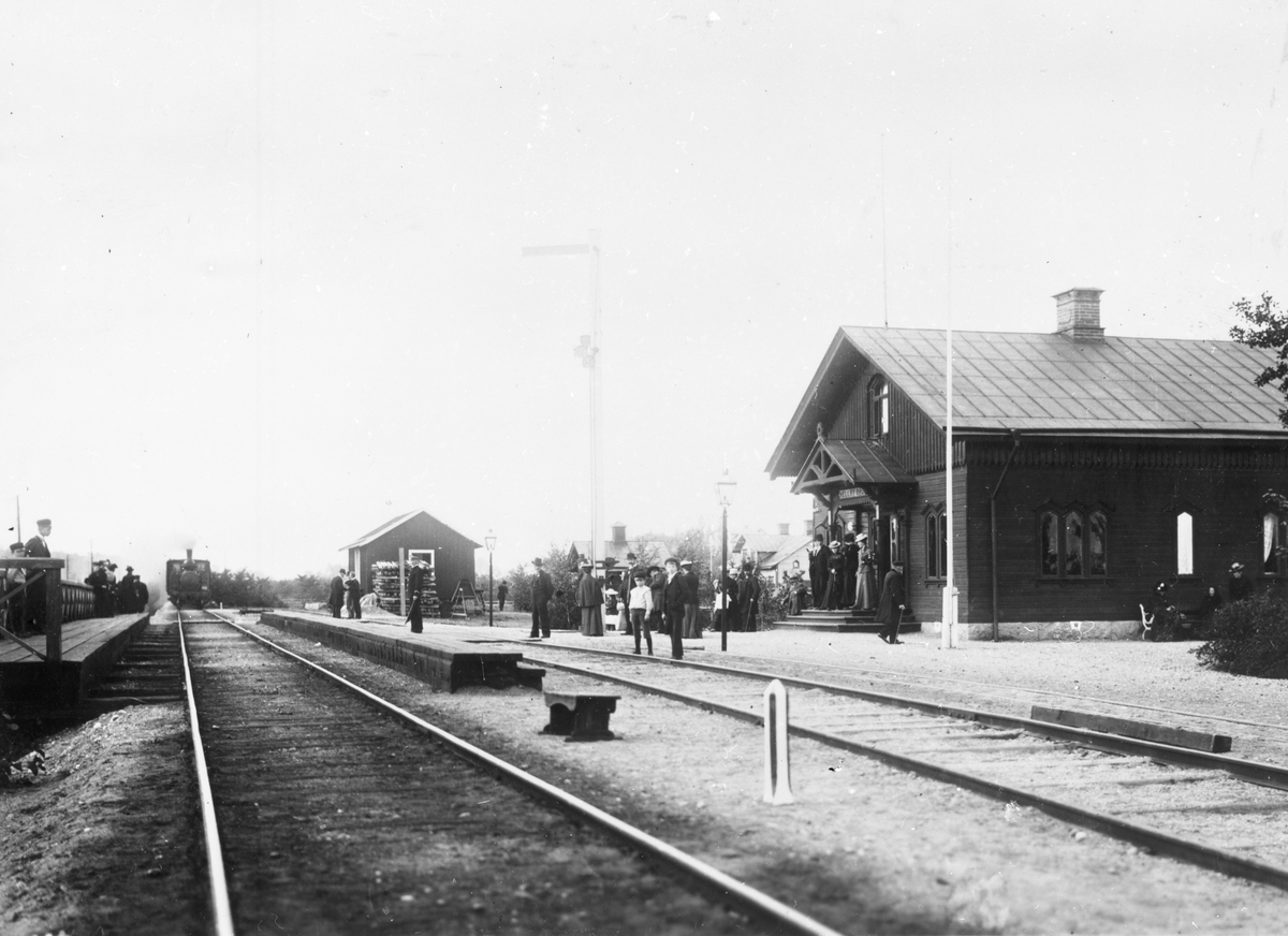 Hällbybrunn station.