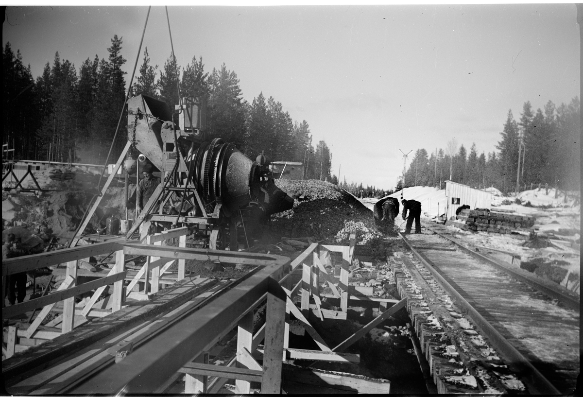 Arbete vid byggnation av järnvägsbro.