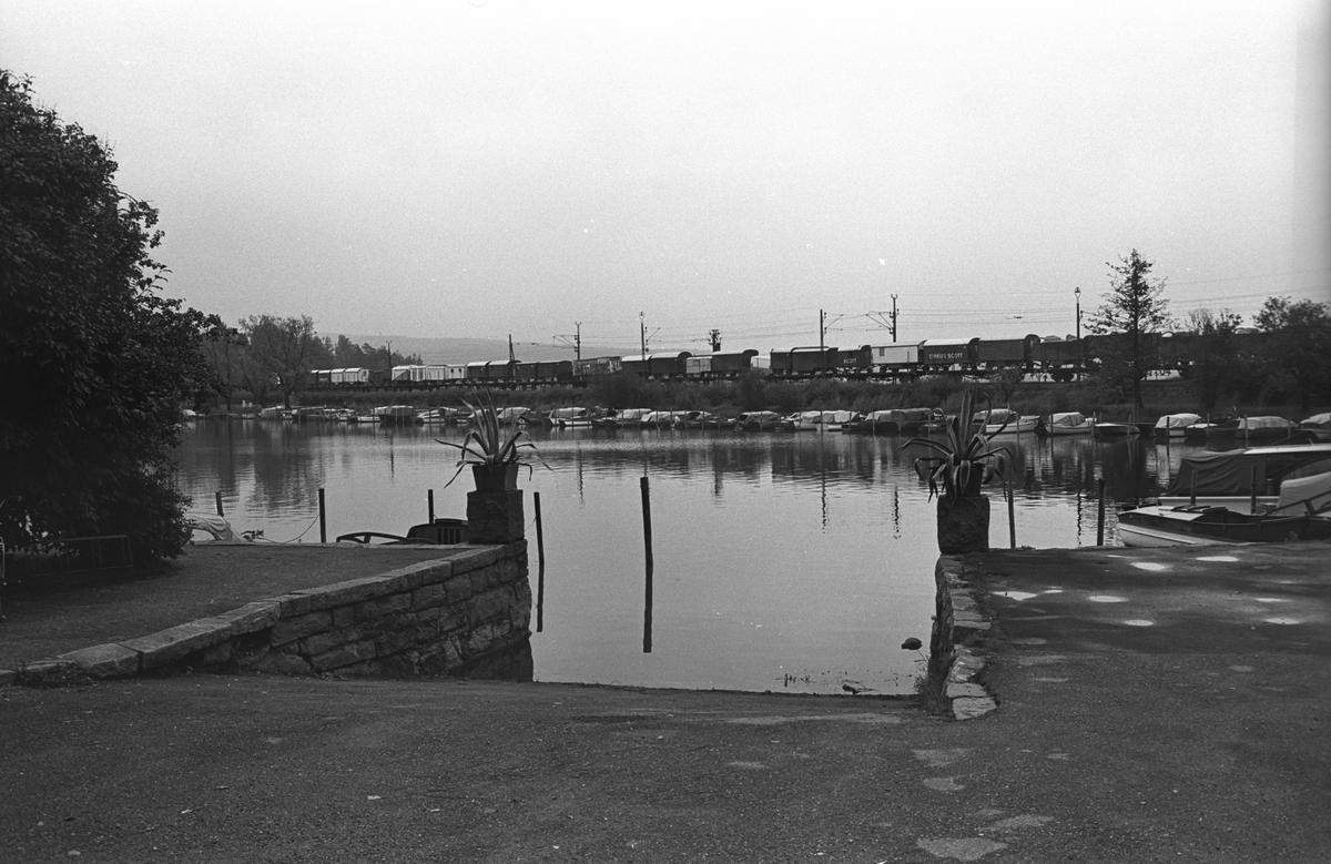 Cirkustransport med Circus Scott, Stockholm-Oslo. Motorbåtar