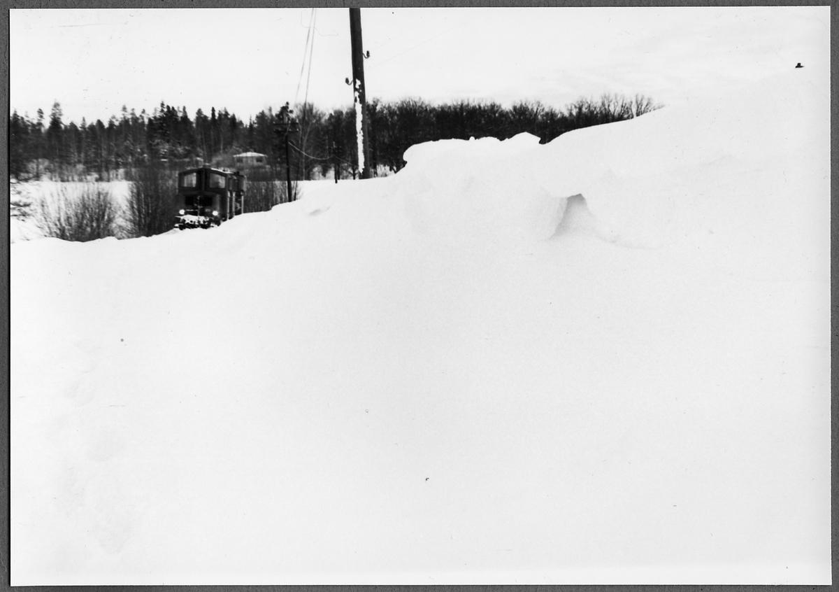 Plogtåg fast i snön vid Rödsle, på sträckan mellan Jenny och Verkebäck.