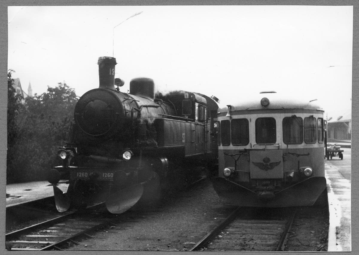 Statens Järnvägar, SJ S6 1260 och SJ Y6 1099 vid Ystads station.