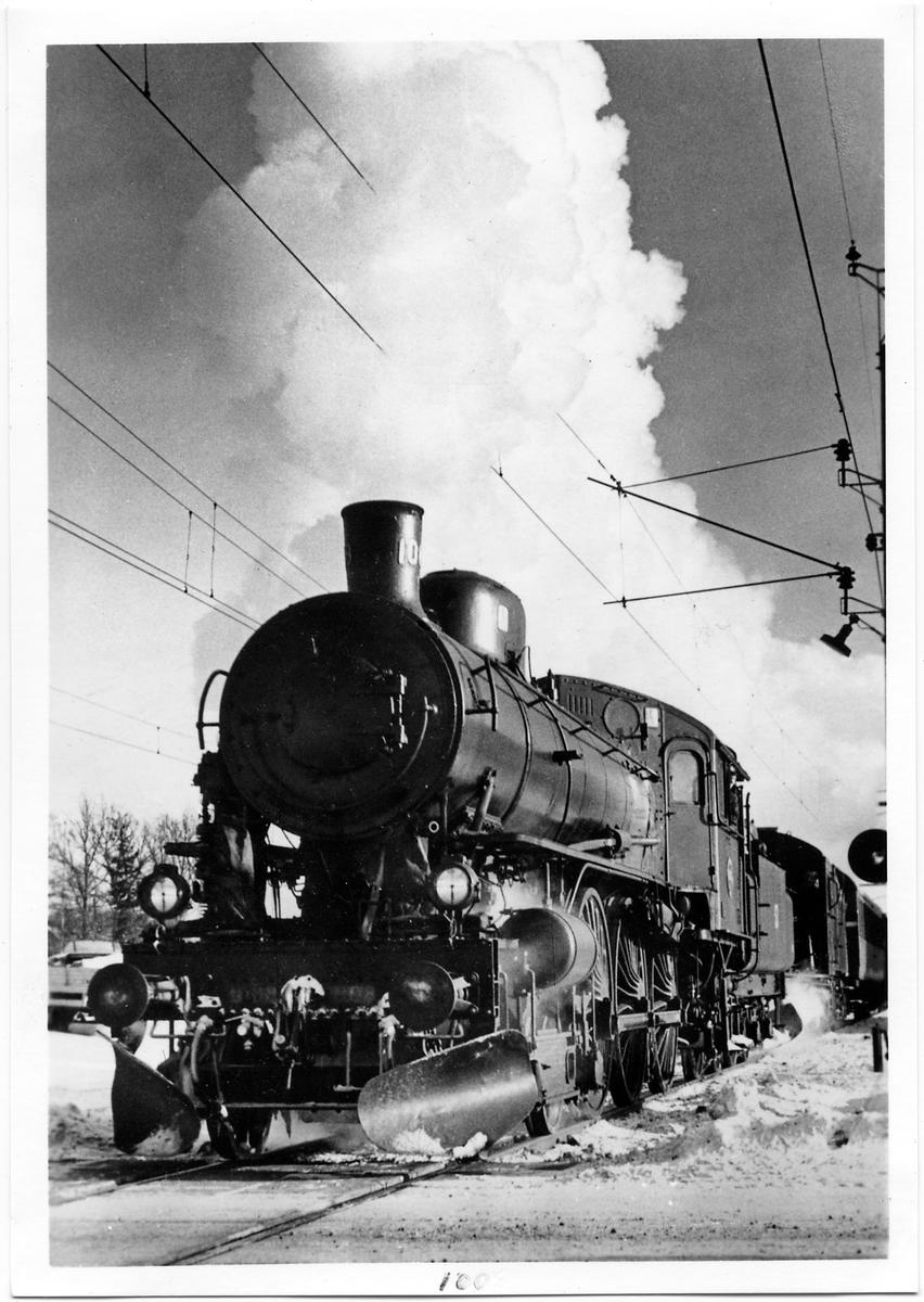 Extratåg draget av Statens Järnvägar, SJ A 1008 på linjen mellan Jönköping och Falköping.