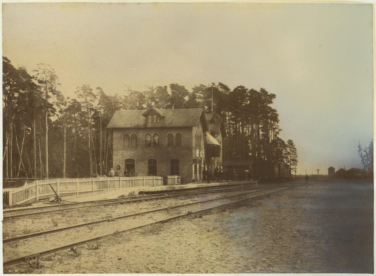 Ängelholms stationshus före ombyggnad, ca år 1880.
