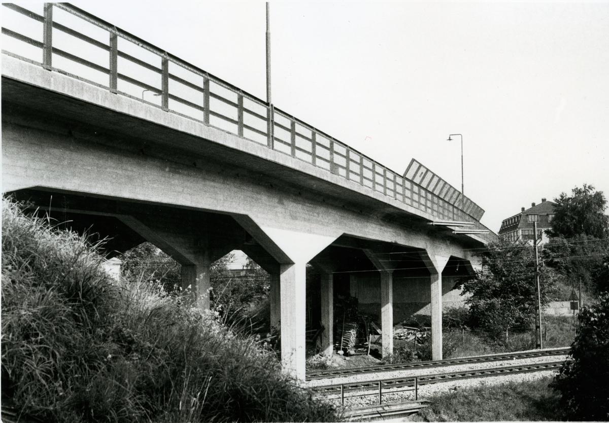 Hallsberg, vägbro över spåren.