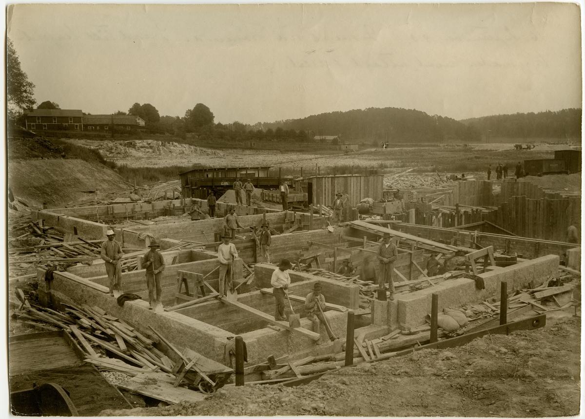 Bygge av gasverk vid Frösunda 1916. SJ hade egen gastillverkning för belysning i vagnarna.
