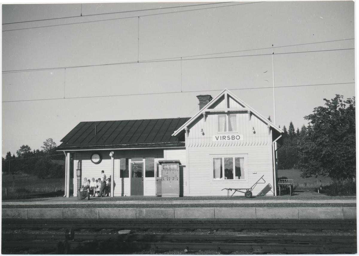 Stationen öppnad 1879. Fram till 1891 namnet var Nordanö. Ombyggd i mitten av 1930-talet. Förstatligades 1945. Järnvägen elektrifierades 1956.