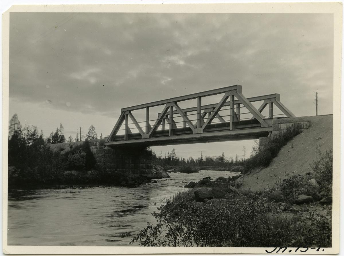 Inlandsbanan Bro över Siàkajoki med den 1920 utbytta järnöverbyggnationen