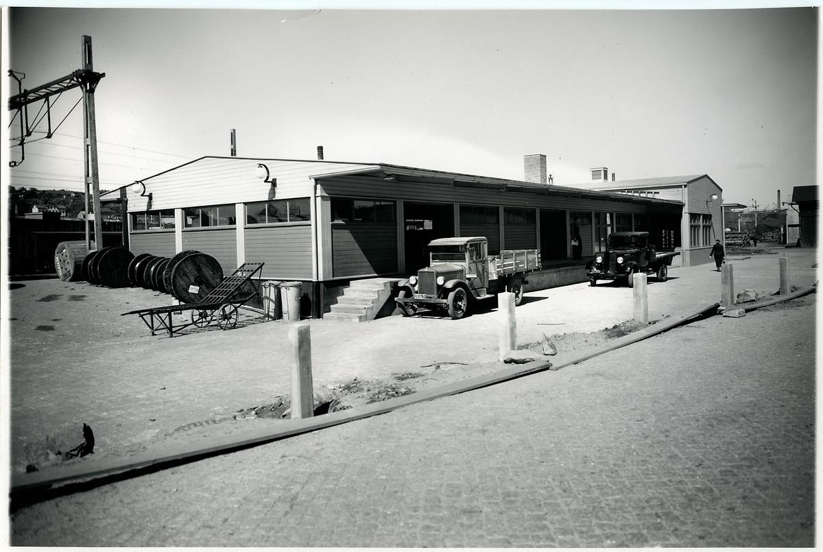 Almedals stationshus med godsmagasin, juni 1938.