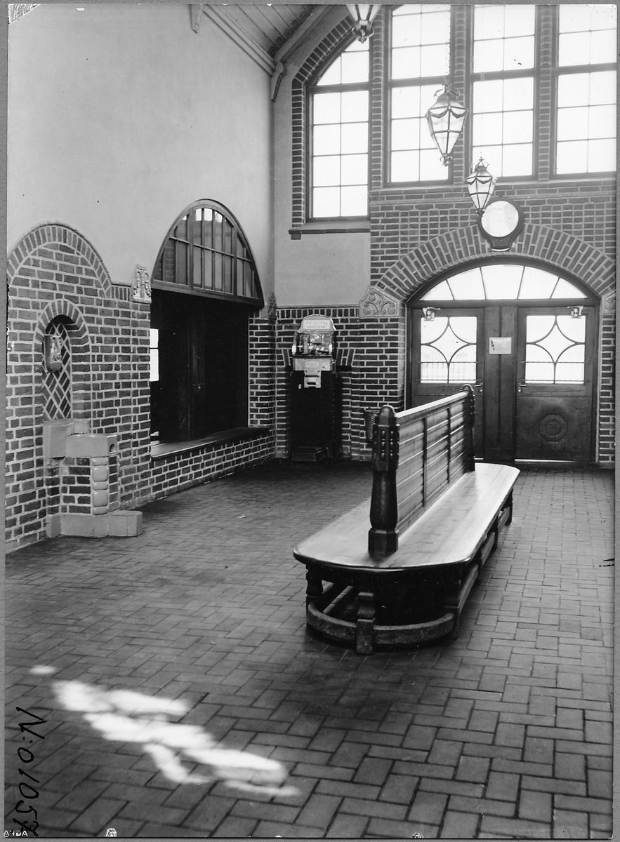 Interiör i Höganäs stationhus väntsal.