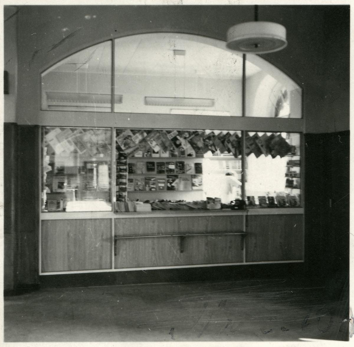 Tidningskiosk vid Uppsala centralstation.
