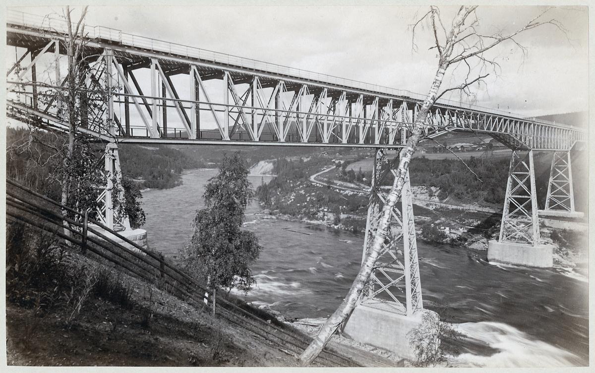 Gamla bron över Ångermanälven vid Forsmo.